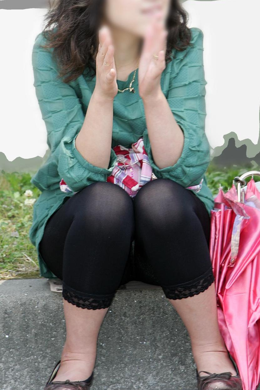 【透けパン画像】履いてる程度で安心できないwwwレギンス素人のイヤらしい透けパン姿 07