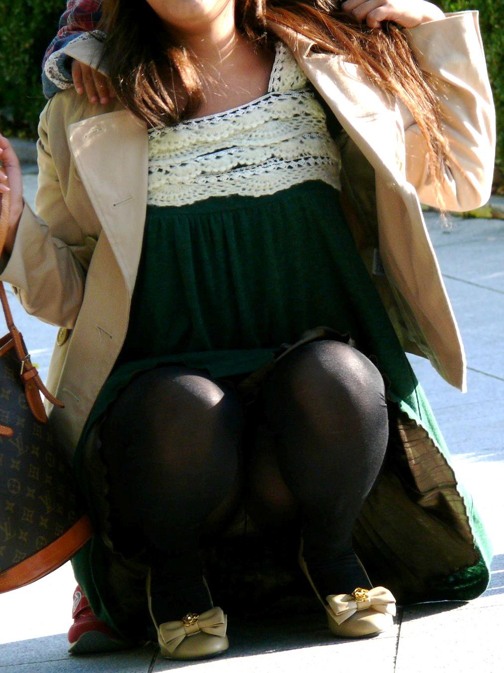 【透けパン画像】履いてる程度で安心できないwwwレギンス素人のイヤらしい透けパン姿 09