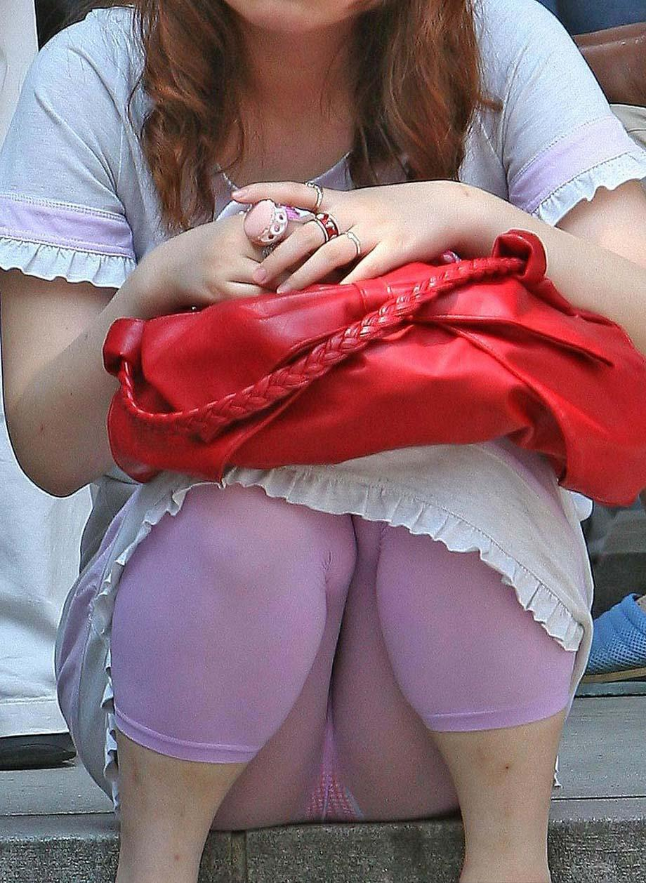 【透けパン画像】履いてる程度で安心できないwwwレギンス素人のイヤらしい透けパン姿 18