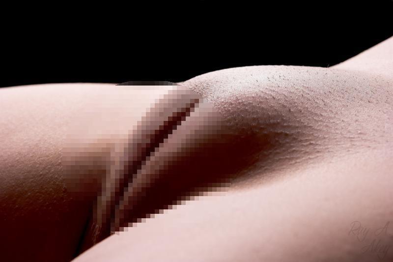 【パイパン画像】盛り上がり方がハンパない女子のツルツル股間画像 12