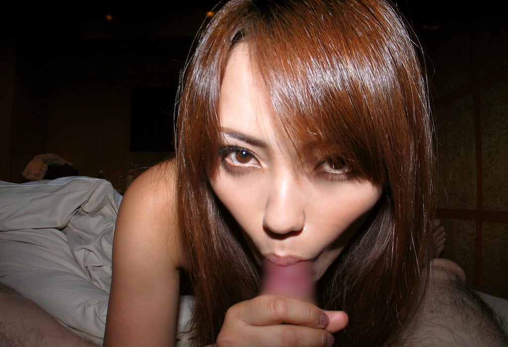 【フェラ画像】目の前のおちんちんを夢中で咥えている女の子たちwww 06