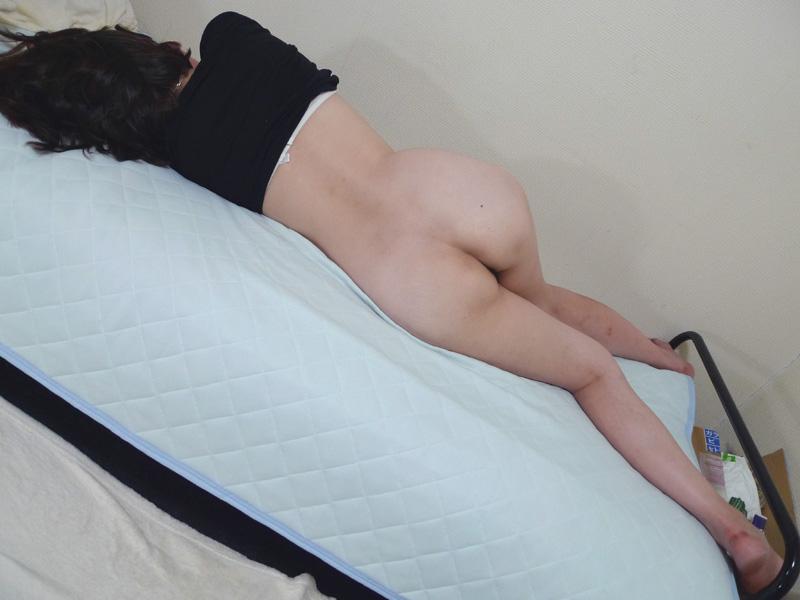 【家庭内盗撮】彼氏・身内に無防備かつ卑猥な寝姿を撮られてしまった女の子 11