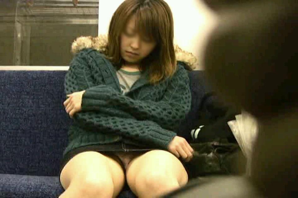 【電車内盗撮画像】真向かいに座った短いスカートの奥をこっそり覗き見www 14