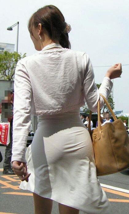 【街撮り素人着衣尻】生の尻よりもイヤらしいムチムチ透けパン尻画像 04