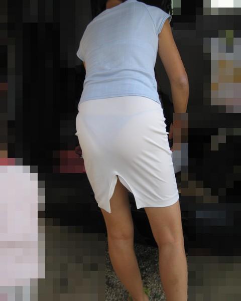 【街撮り素人着衣尻】生の尻よりもイヤらしいムチムチ透けパン尻画像 08