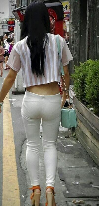 【街撮り素人着衣尻】生の尻よりもイヤらしいムチムチ透けパン尻画像 09
