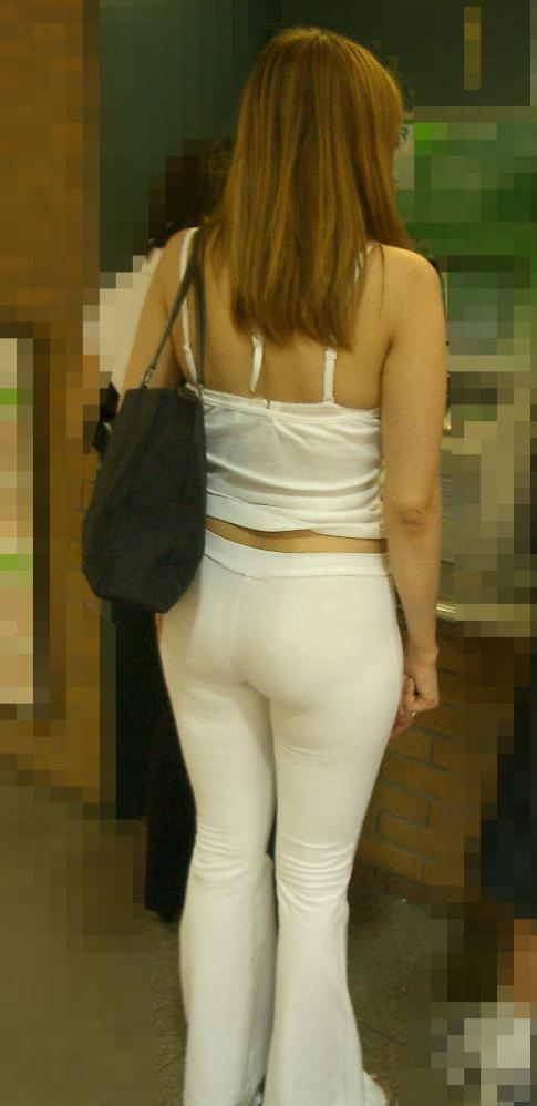 【街撮り素人着衣尻】生の尻よりもイヤらしいムチムチ透けパン尻画像 12