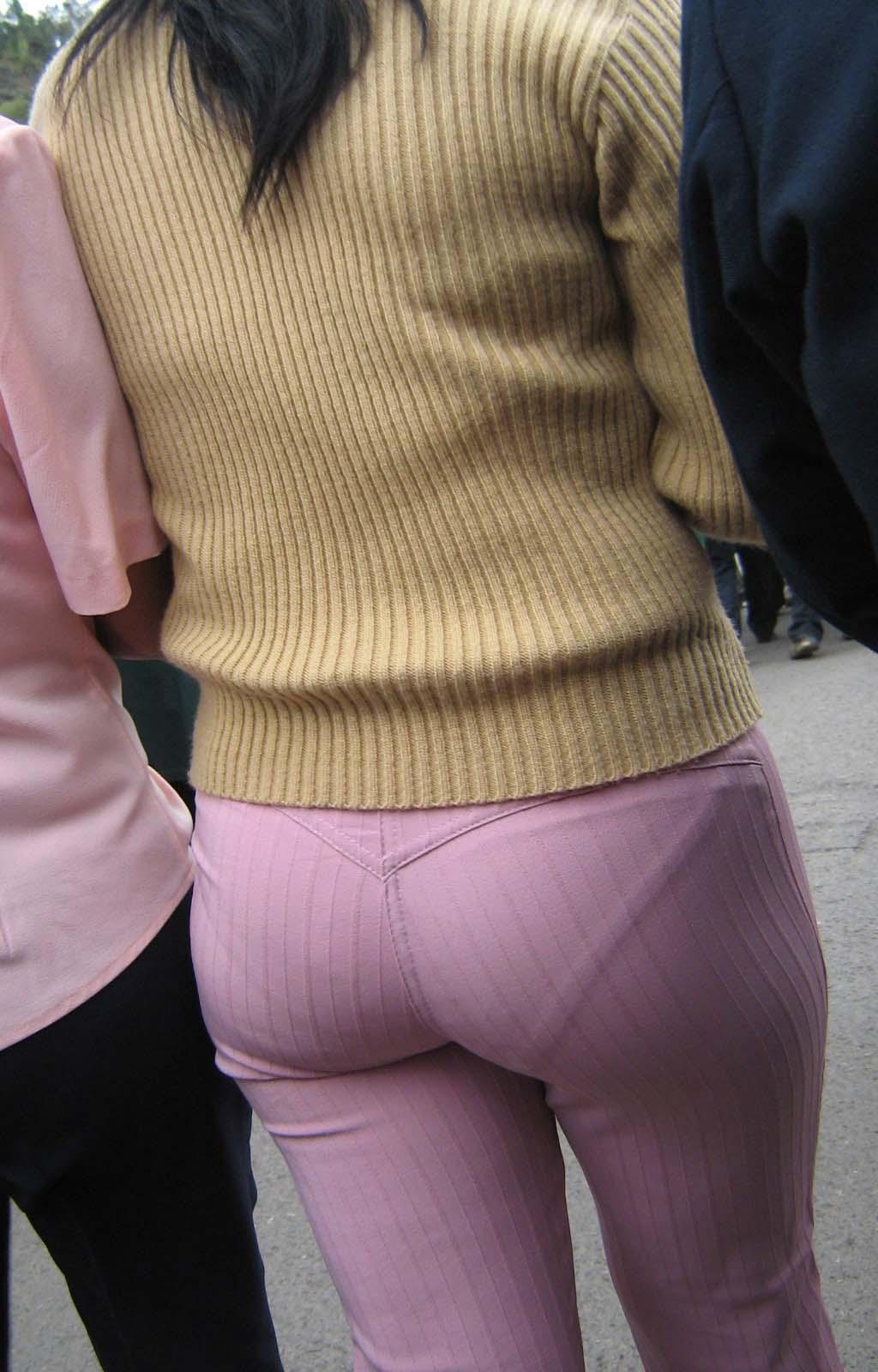 【街撮り素人着衣尻】生の尻よりもイヤらしいムチムチ透けパン尻画像 17