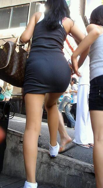 【街撮り素人着衣尻】生の尻よりもイヤらしいムチムチ透けパン尻画像 18