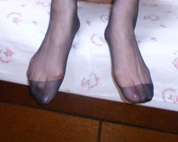 【足フェチ画像】顔を踏まれても許してしまいそうなパンストつま先画像 19