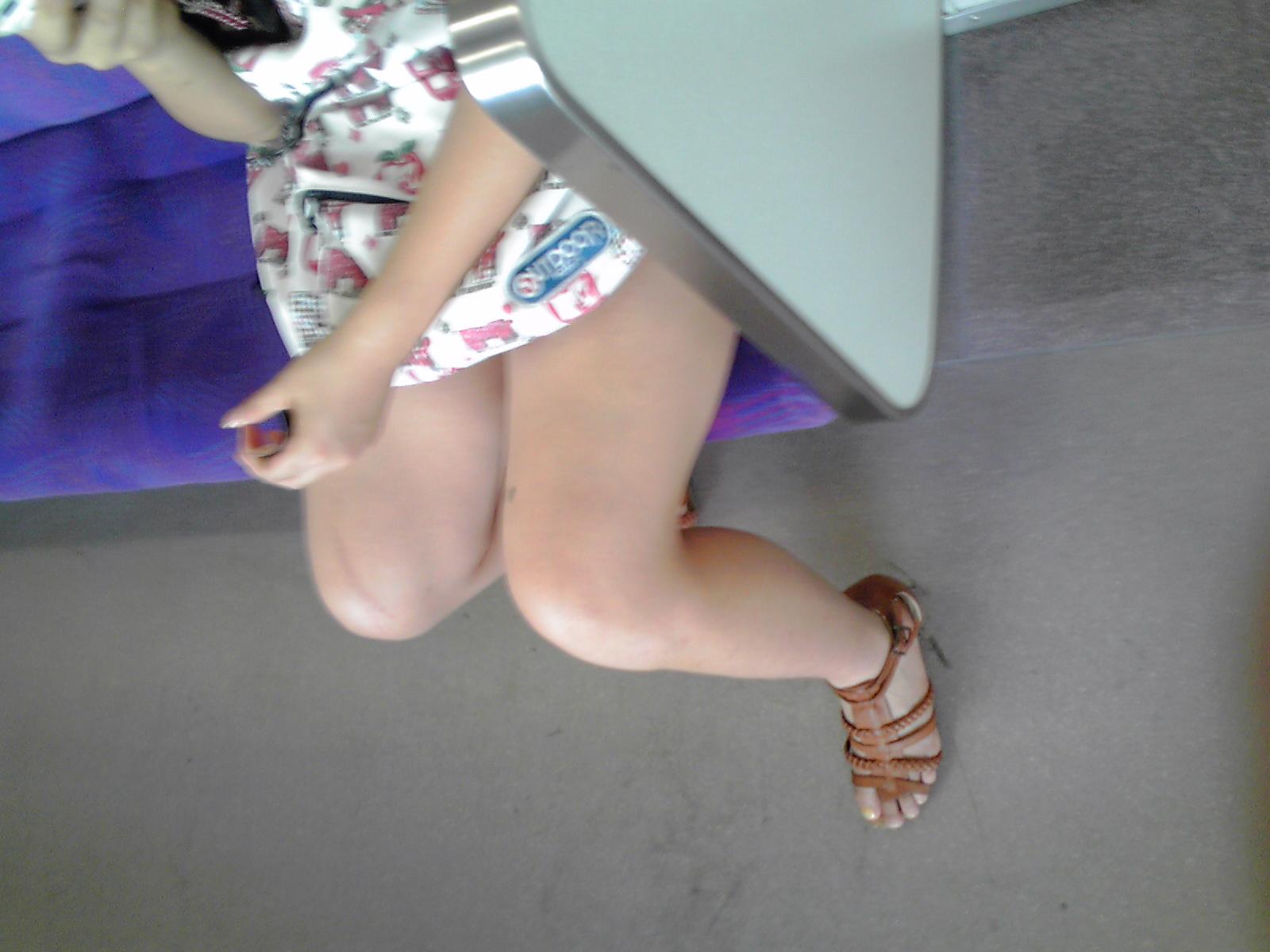 【素人美脚画像】街で見つけたお姉さん方の、見惚れてしまいそうな程長くて綺麗な脚 10