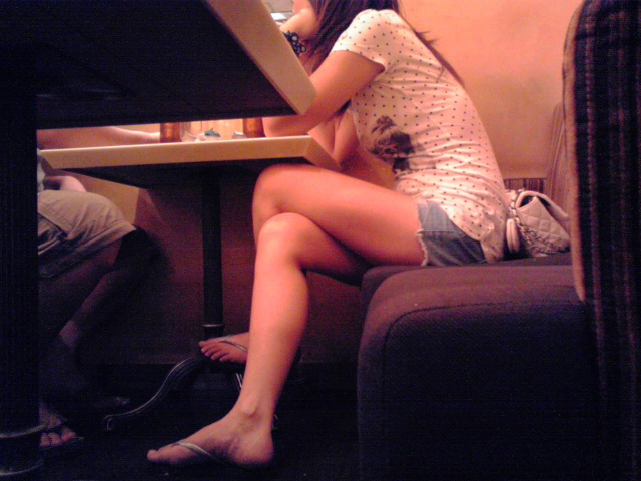 【素人美脚画像】街で見つけたお姉さん方の、見惚れてしまいそうな程長くて綺麗な脚 11