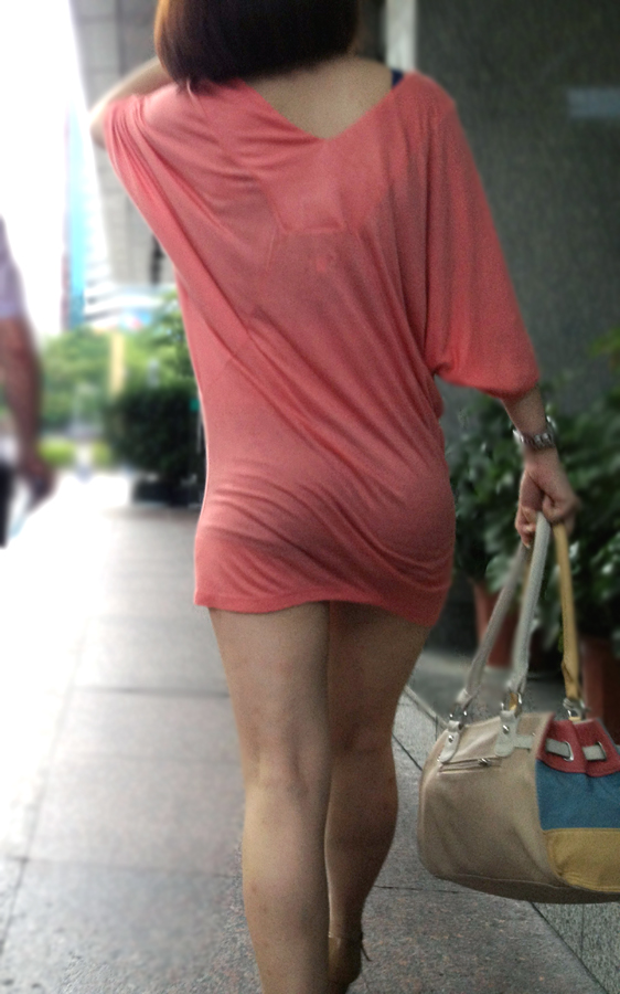 【素人美脚画像】街で見つけたお姉さん方の、見惚れてしまいそうな程長くて綺麗な脚 19