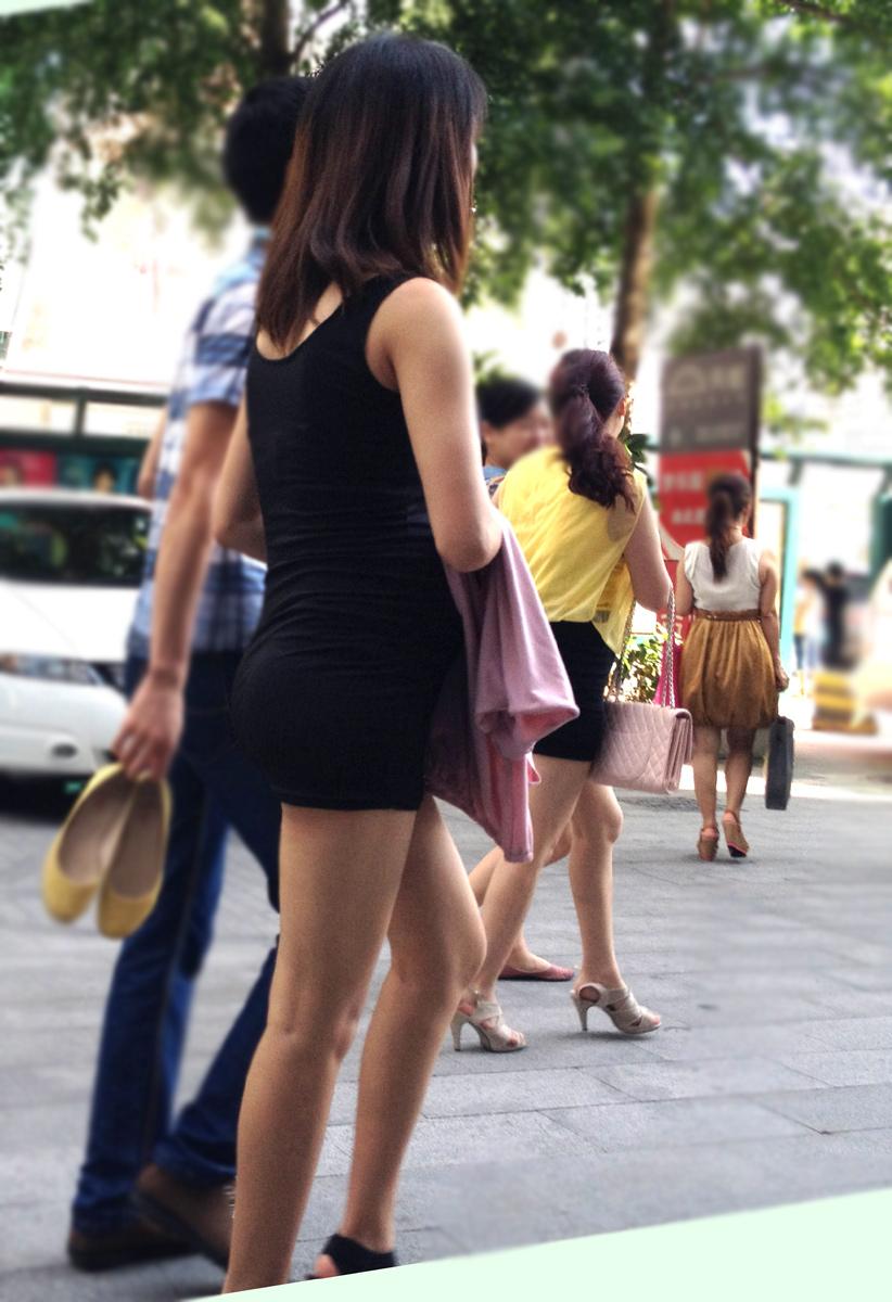 【素人美脚画像】街で見つけたお姉さん方の、見惚れてしまいそうな程長くて綺麗な脚 20