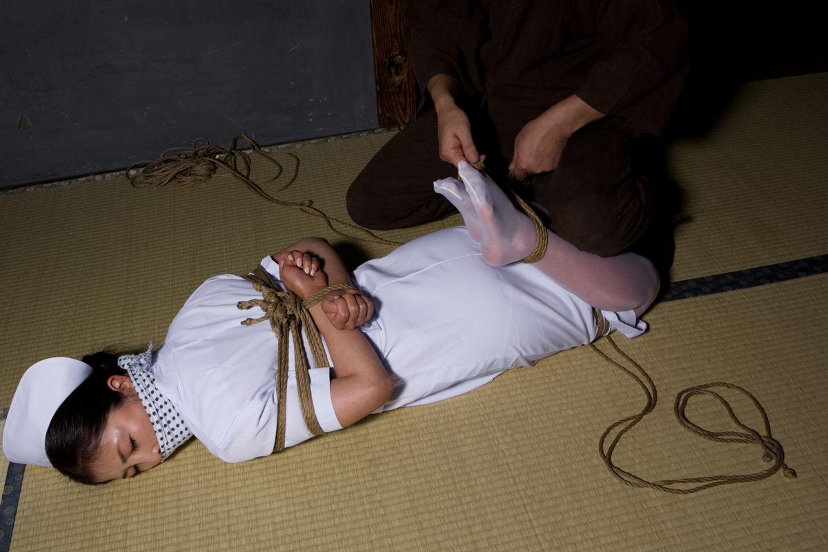 【SM緊縛画像】緊縛アートの世界 逆海老縛りされるM女 19
