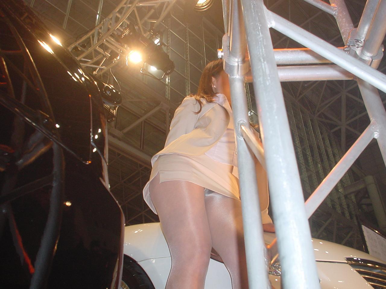 【パンチラ画像】下着じゃないから恥ずかしくない的ノリな美人コンパニオン達www 06