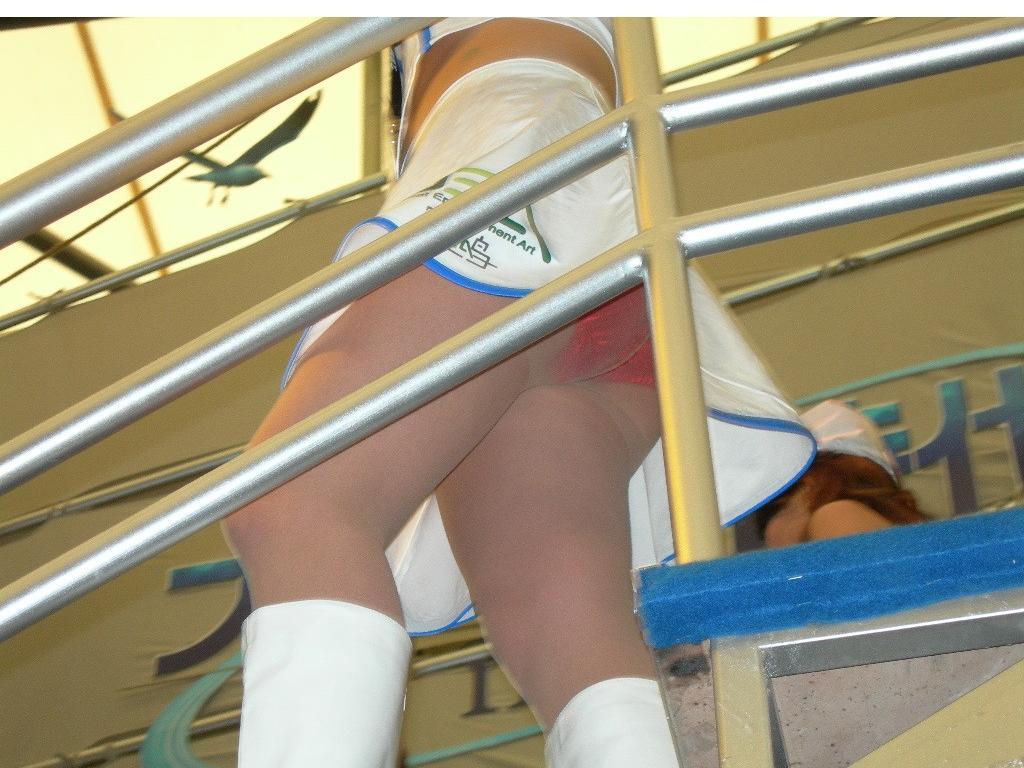 【パンチラ画像】下着じゃないから恥ずかしくない的ノリな美人コンパニオン達www 11