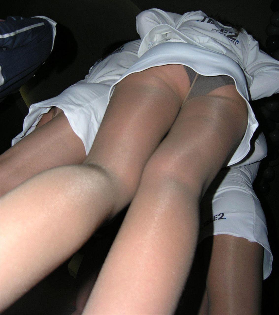 【パンチラ画像】下着じゃないから恥ずかしくない的ノリな美人コンパニオン達www 17