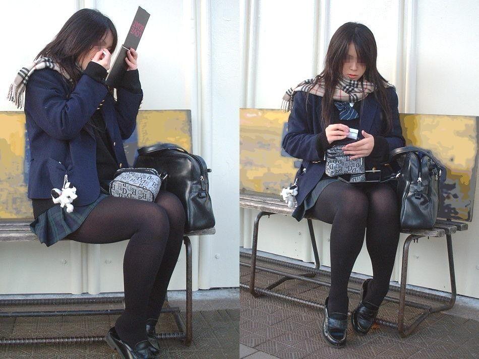 【街撮りJK画像】寒いので黒ストで包まれたJKムチムチ美脚で暖を取るwww 07