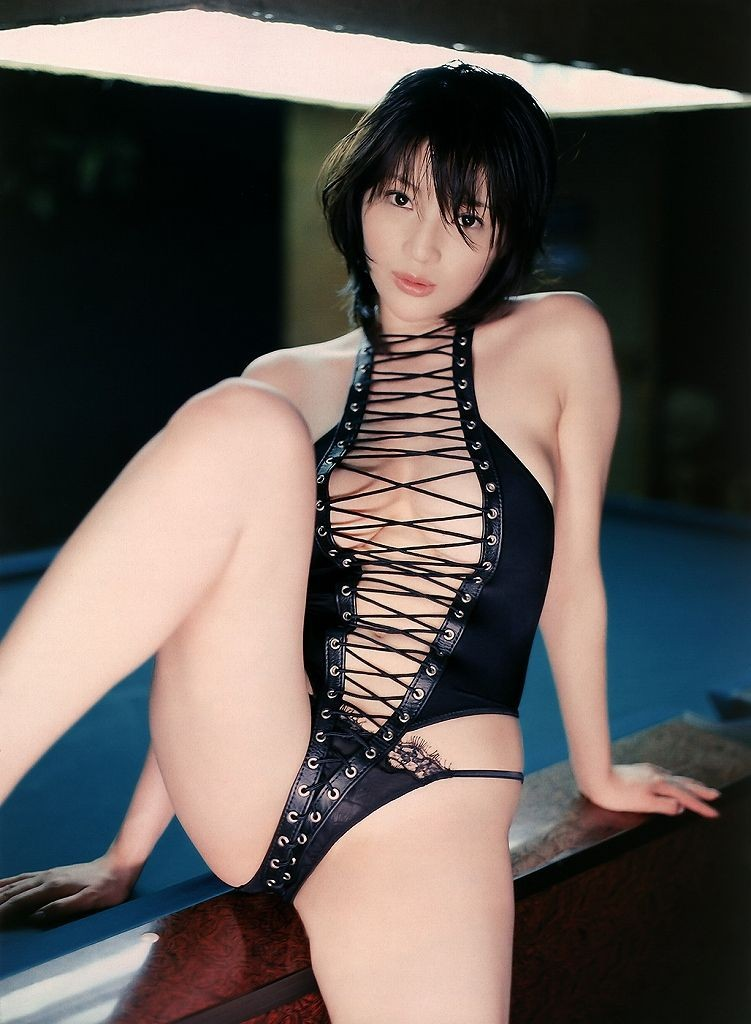 【コスプレエロ画像】セクシーで威圧感も漂うボンデージ美女の画像 04