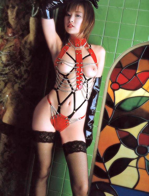 【コスプレエロ画像】セクシーで威圧感も漂うボンデージ美女の画像 08