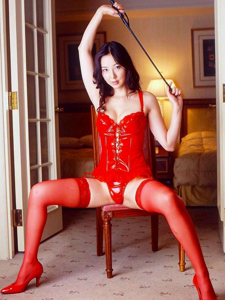 【コスプレエロ画像】セクシーで威圧感も漂うボンデージ美女の画像 17
