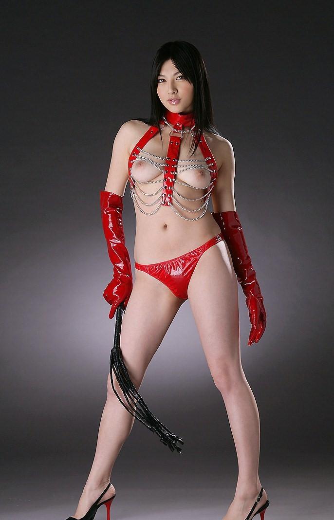 【コスプレエロ画像】セクシーで威圧感も漂うボンデージ美女の画像 19