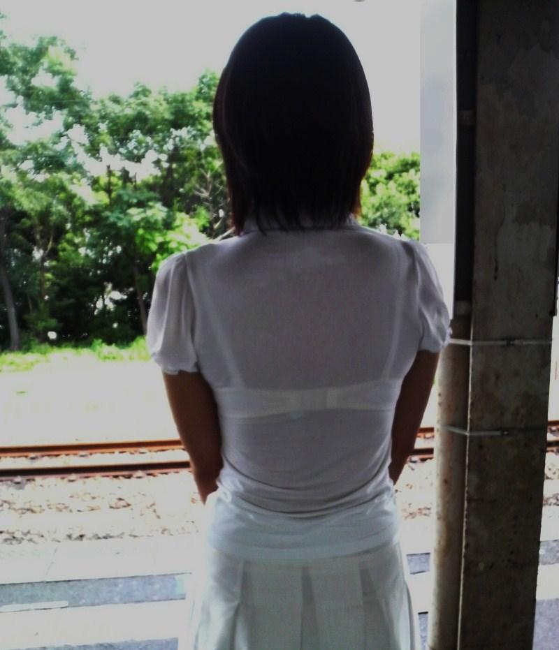 【街撮り透けブラ】また半年も待てんわwww夏の思い出透けブラ画像 15