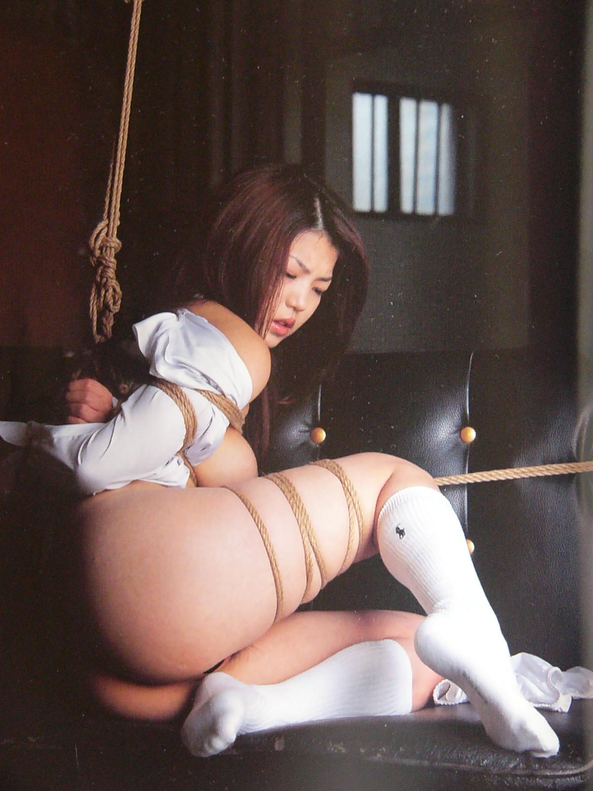 【SM画像】半泣き顔がポイントwww制服女子の緊縛画像 09