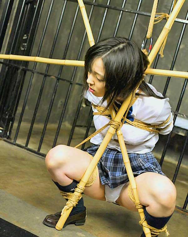 【SM画像】半泣き顔がポイントwww制服女子の緊縛画像 19