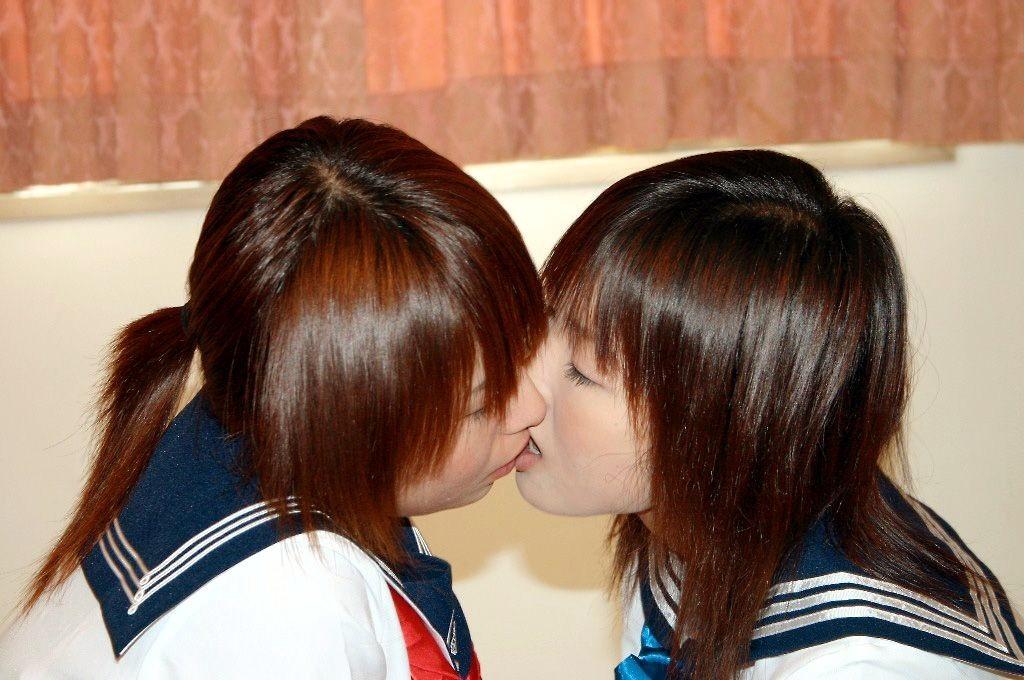 【レズビアン画像】甘酸っぱさに萌えるwww制服同士の百合プレイ 12