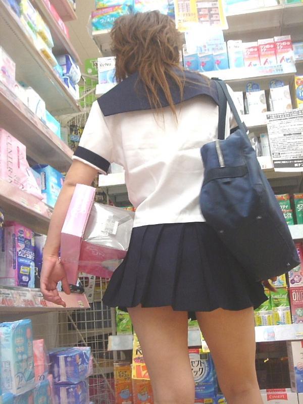 【JK街撮り画像】パンチラの前に重視すべきwww制服女子の健康的にムチムチした太股 04