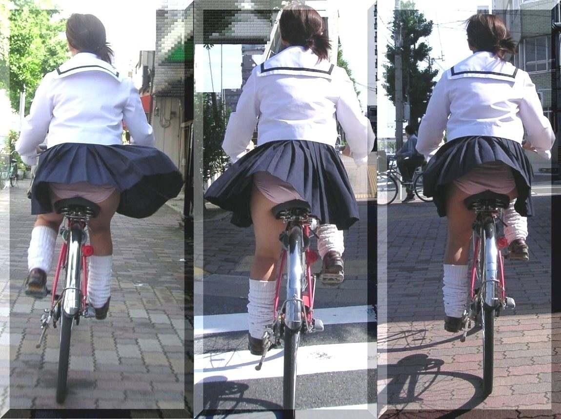 【JKパンチラ画像】通学途中のアクシデントwwwチャリンコ乗ったJKたちのパンチラ 07