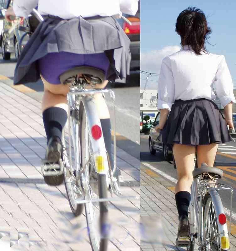 【JKパンチラ画像】通学途中のアクシデントwwwチャリンコ乗ったJKたちのパンチラ 17