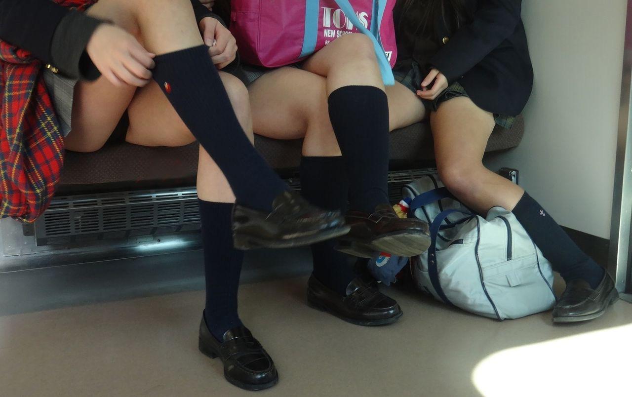 【電車内隠し撮り】電車内のはしたない女子たち いいぞもっとやれwww 06