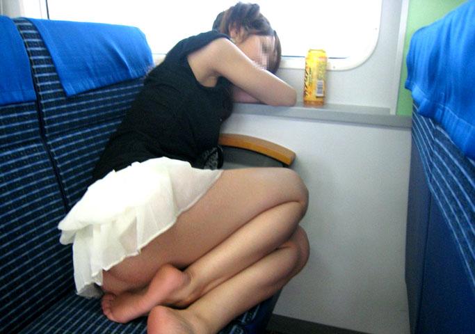 【電車内隠し撮り】電車内のはしたない女子たち いいぞもっとやれwww 07