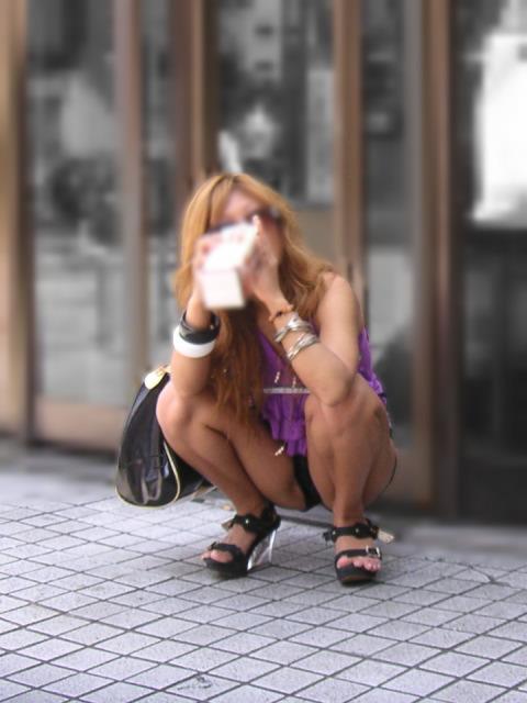 【街撮りパンチラ画像】自然すぎてノーガードwww股間隙だらけな座りパンチラ 19