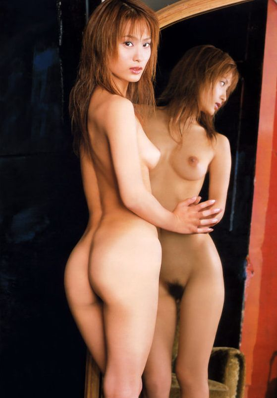 【エロ画像】単純に2倍エロい?鏡に映した美女のカラダ 08