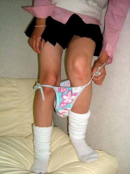 【脱衣画像】女がパンツを脱ぐ瞬間はじっと見守るべきと学ぶwww 12