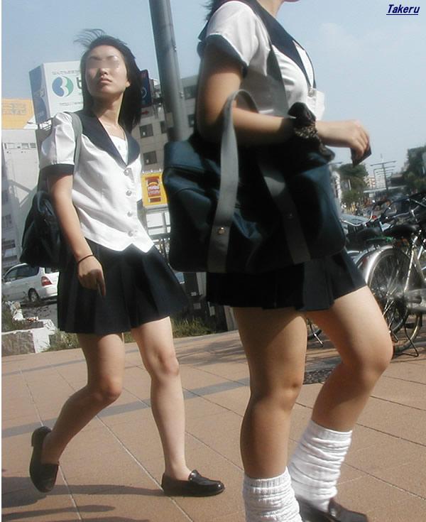 【JKフェチ画像】ルーズソックス邪魔w革靴に素足のJKっていいよねwww 10