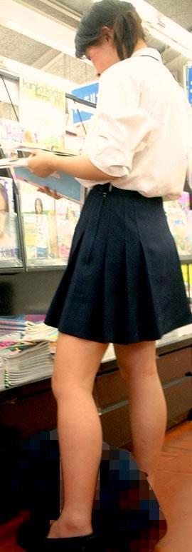 【JKフェチ画像】ルーズソックス邪魔w革靴に素足のJKっていいよねwww 13