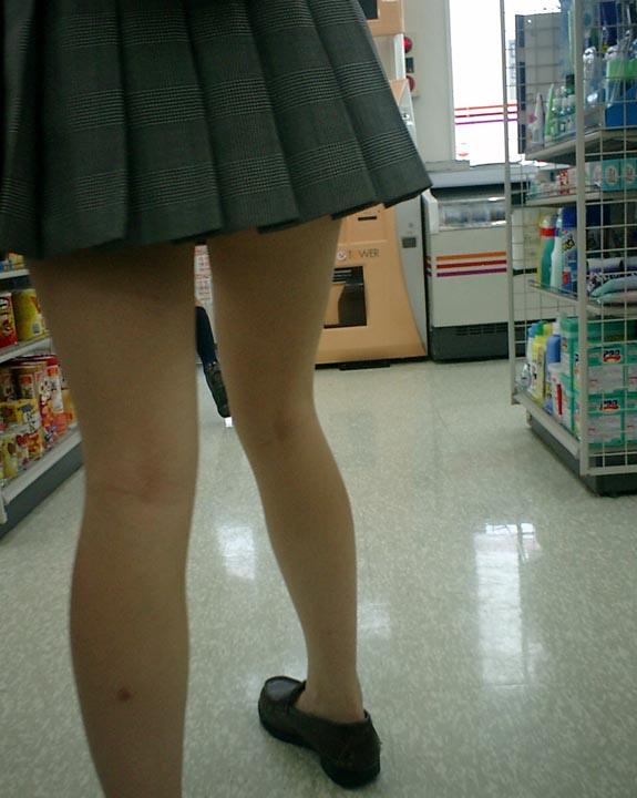 【JKフェチ画像】ルーズソックス邪魔w革靴に素足のJKっていいよねwww 14