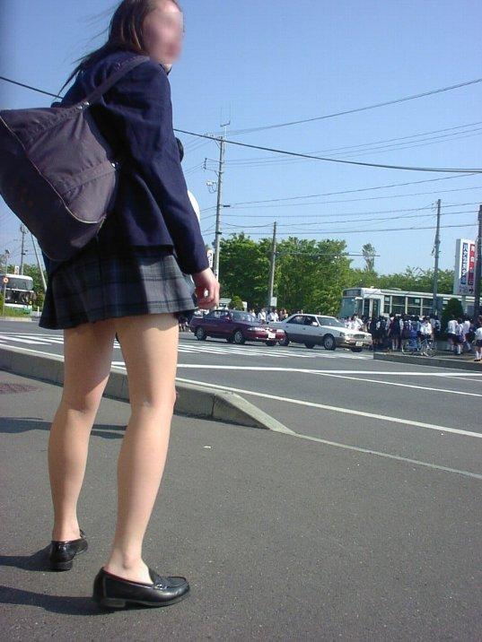 【JKフェチ画像】ルーズソックス邪魔w革靴に素足のJKっていいよねwww 20
