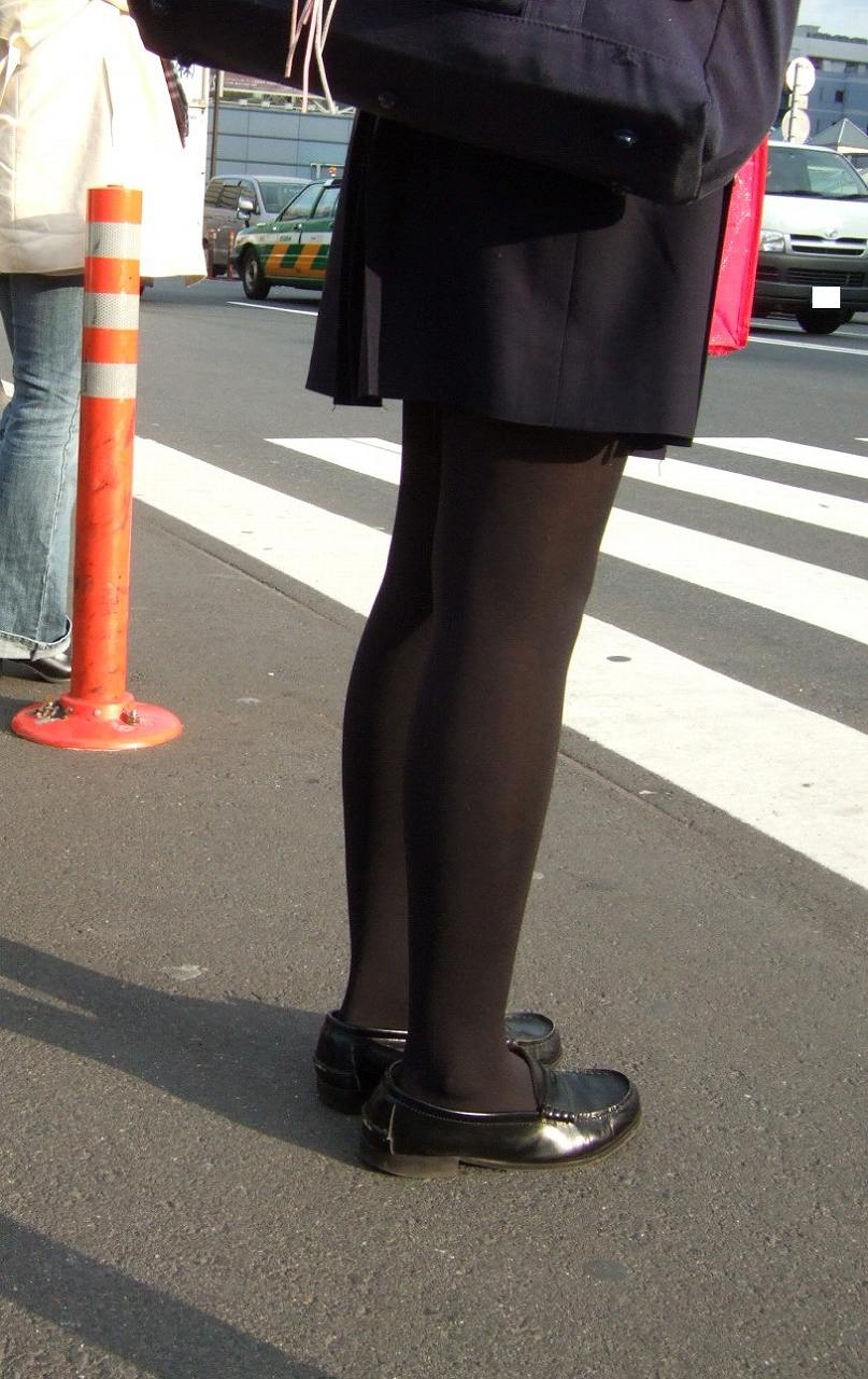 【JKフェチ画像】黒タイツ・黒スト着けたJKを見て冬を感じるwww 13