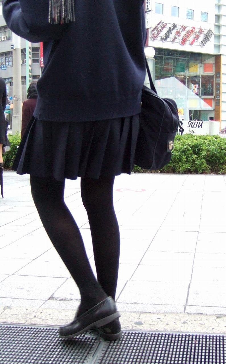 【JKフェチ画像】黒タイツ・黒スト着けたJKを見て冬を感じるwww 18