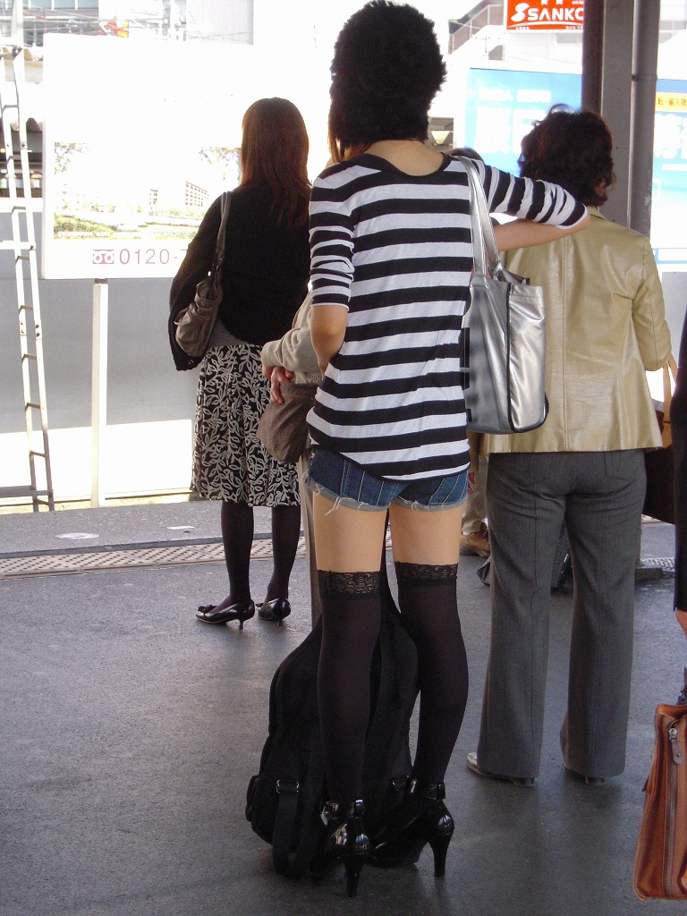 【街撮りフェチ画像】女の子のソコは不可侵www街で見かけた絶対領域 18