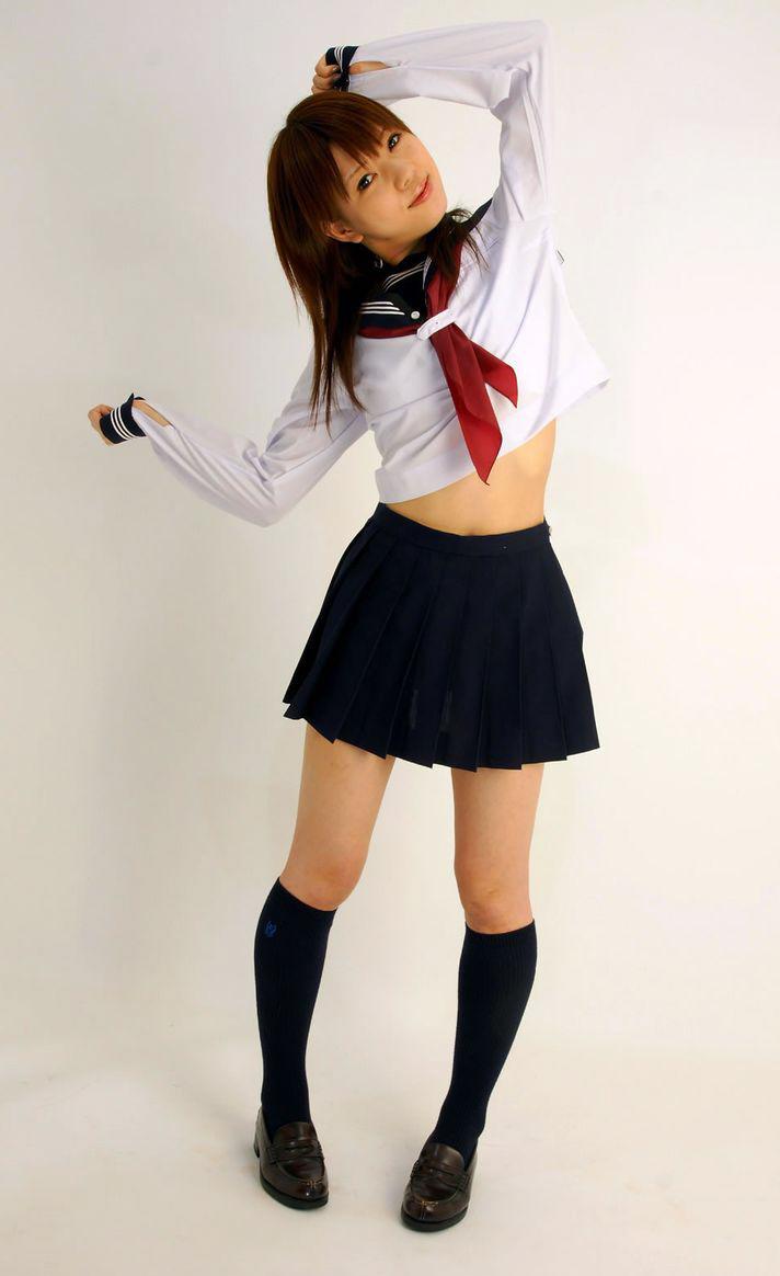 【制服フェチ画像】上半身の絶対領域wwwセーラー服女子の腹チラ画像 12