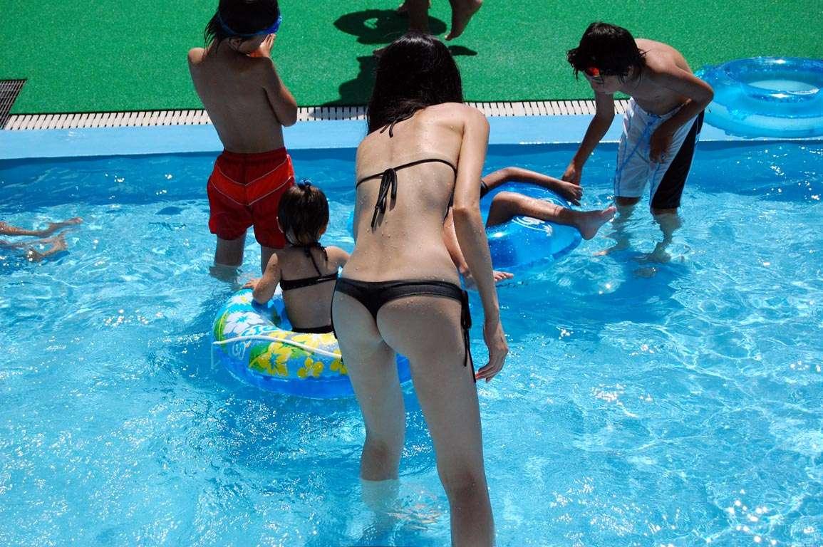 【素人水着隠し撮り】ポロリ、食い込み。スジ浮き…素人水着のハプニング画像 02