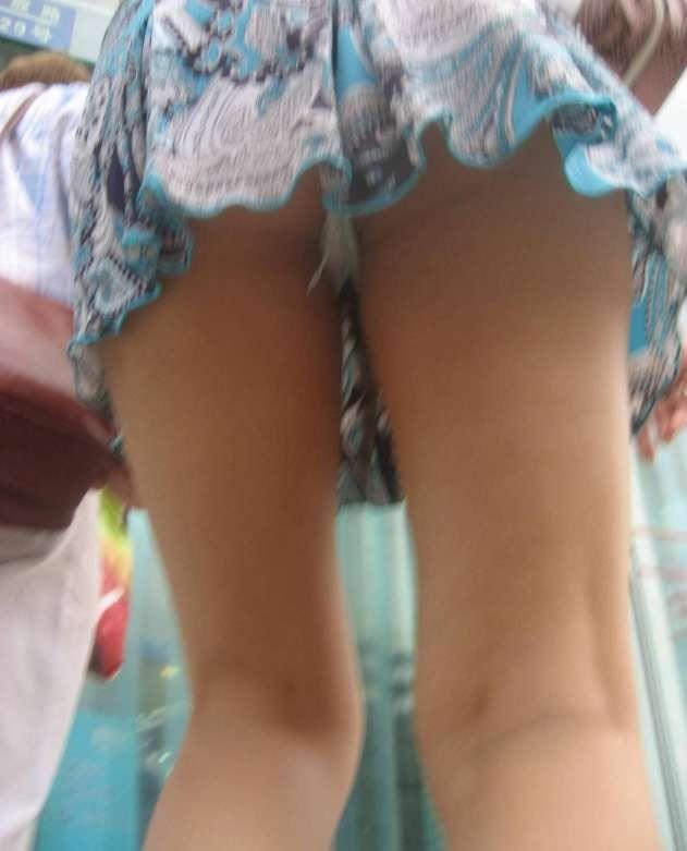 【パンチラ隠し撮り】ミニスカ最高!下から覗けば容易に見えすぎwww 11