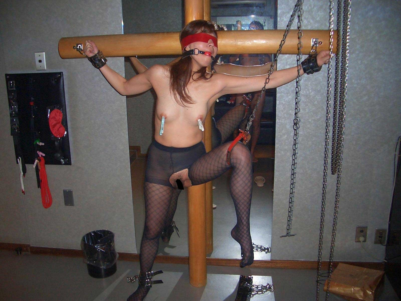 【SM画像】責めてもよし、放置でもよしwww磔にされたM女画像 03